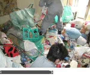【消臭前のごみ屋敷の片付け作業】